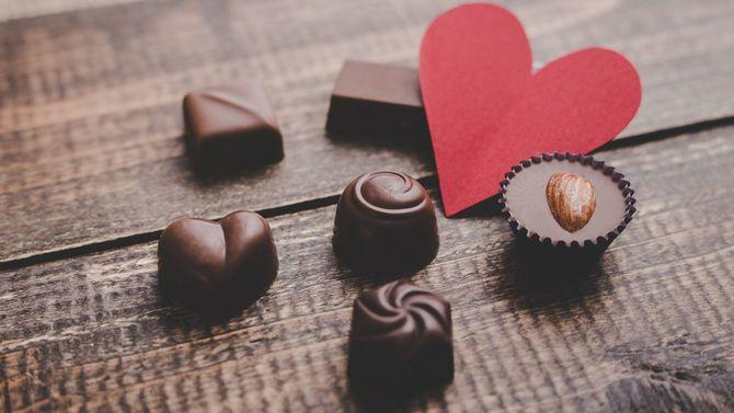 赤いハートとチョコレート