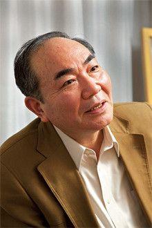 <strong>出久根達郎</strong>●でくね・たつろう 1944年、茨城県生まれ。高度成長期に上京し、古書業界に入る。73年、独立して杉並区高円寺に古書店・芳雅堂を開業。そのかたわら質の高いエッセイや小説を次々発表し、講談社エッセイ賞や直木賞を受賞。最近の著書に『夢は書物にあり』『春本を愉しむ』『御留山騒乱』などがある。