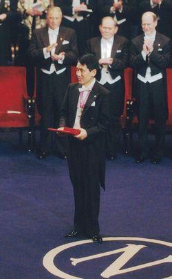 田中耕一さんが43歳の若さでノーベル賞化学賞を受賞(写真提供=島津製作所)