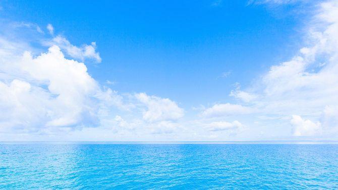 沖縄の海、雲