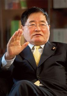 <strong>国民新党代表 亀井静香</strong>●1936年生まれ。広島県出身。東京大学経済学部卒業。79年、衆議院議員初当選。2005年自民党離党。09年より国民新党代表。現在、内閣府特命担当大臣(金融・郵政改革担当)。