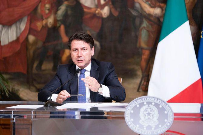 イタリアとスペインの政府は、かなり思い切った感染症対策をとらざるを得なくなっている