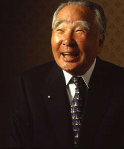 <strong>スズキ 鈴木修会長兼CEO</strong><br>1930年生まれ。中央大学法学部卒。中央相互銀行を経て、58年鈴木自動車工業入社。67年常務、73年専務を経て、78年社長。2000年会長となる。記者会見などではきわどい質問を巧みなジョークでかわして会場を沸かせる。