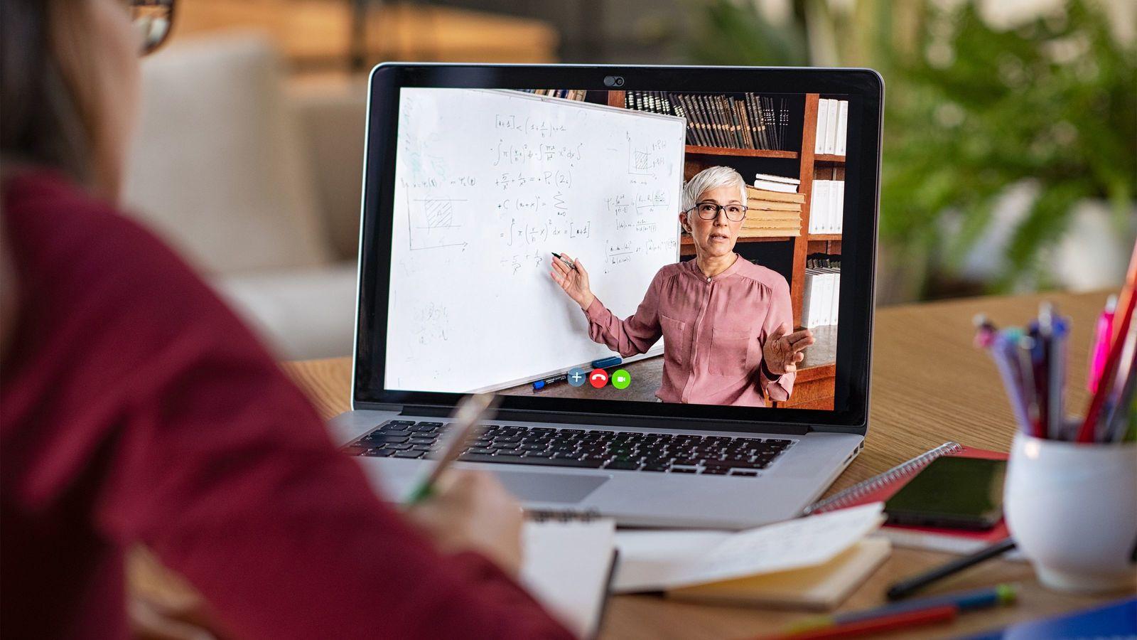 「オンライン授業だけでは不十分」現役教師が声を挙げるワケ 現役高校教師が体験談を明かす