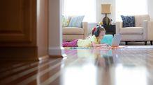 オンライン授業が普及した米国で、夏休み中に共稼ぎ世帯が悲鳴を上げているワケ