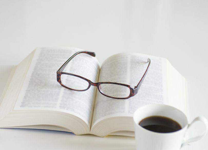 休日、本を読むなら、実用書派? 歴史・哲学派?