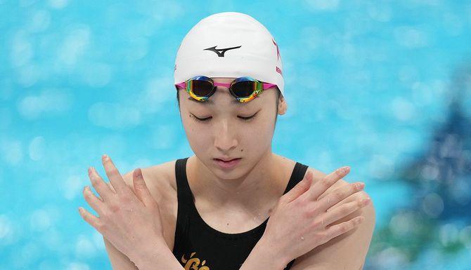 女子50メートルバタフライ予選、スタート直前の池江璃花子(ルネサンス)