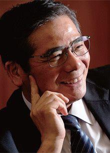 <strong>石村和彦</strong> いしむら・かずひこ●1954年、兵庫県生まれ。79年東京大学大学院工学系研究科修士課程修了、旭硝子入社。97年設備技術研究所硝子担当部長、2000年旭硝子ファインテクノ社長、04年関西工場長、06年執行役員、07年上席執行役員、08年社長兼COO、10年社長兼CEO。