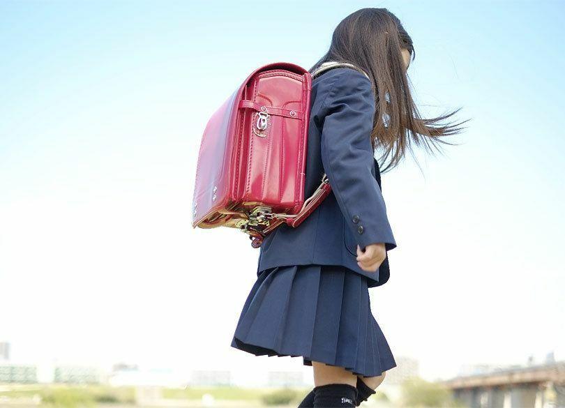 試験当日、小中学生の娘が生理痛。どう対処すべき?