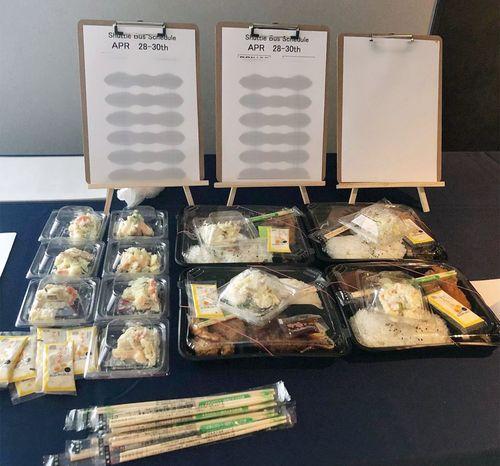 大会初日、選手らに配られたお弁当。揚げ物はいくつかの種類から選べたようだが……