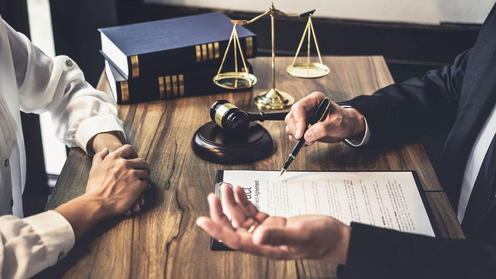 弁護士が人気職業から陥落した元凶は国にある ロースクールは15年で半分超が廃校