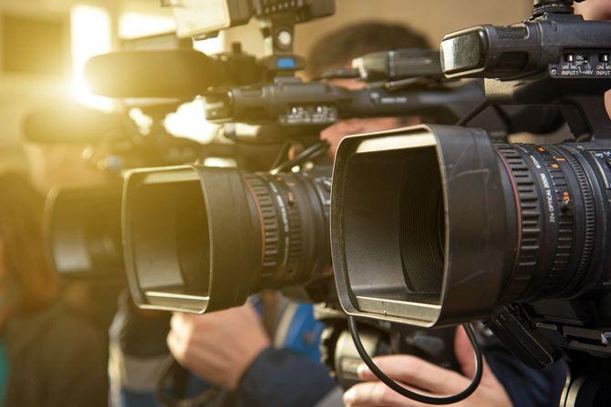 並ぶカメラ