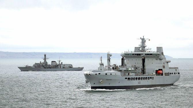 米軍横須賀基地に寄港した英補給艦「タイドスプリング」