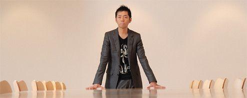 <strong>佐藤可士和●アートディレクター</strong><br> 1965年、東京生まれ。博報堂を経て「SAMURAI」設立。スマップ、ユニクロソーホーNY店、国立新美術館、NTTドコモ「FOMA N703iD」等、CIから空間、プロダクトデザインまで幅広く手がけている。