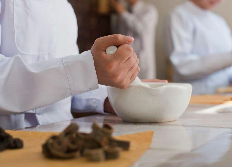 西洋医学と漢方薬の効果的な組み合わせ方 「漢方だけで何でも治す」は危険