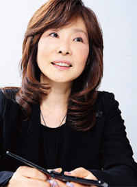 <strong>村本理恵子</strong>●エイベックス通信放送編成企画部長。1979年東京大学卒業。時事通信社、専修大学教授、ガーラ代表取締役会長などを経て、2007年よりエイベックス・エンタテインメントに。
