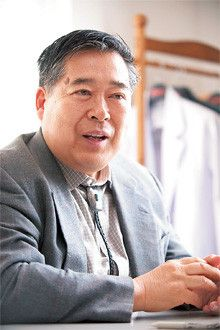 たけお・こいずみ●1943年、福島県の酒造家に生まれる。東京農業大学名誉教授。農学博士。専門は発酵学、食文化論。『発酵』『不味い!』『鯨は国を助く』『食の堕落と日本人』など著書多数。「味覚人飛行物体」「発酵仮面」などの異名も持つ。