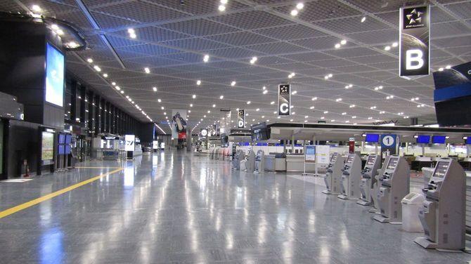 夏の成田国際空港空
