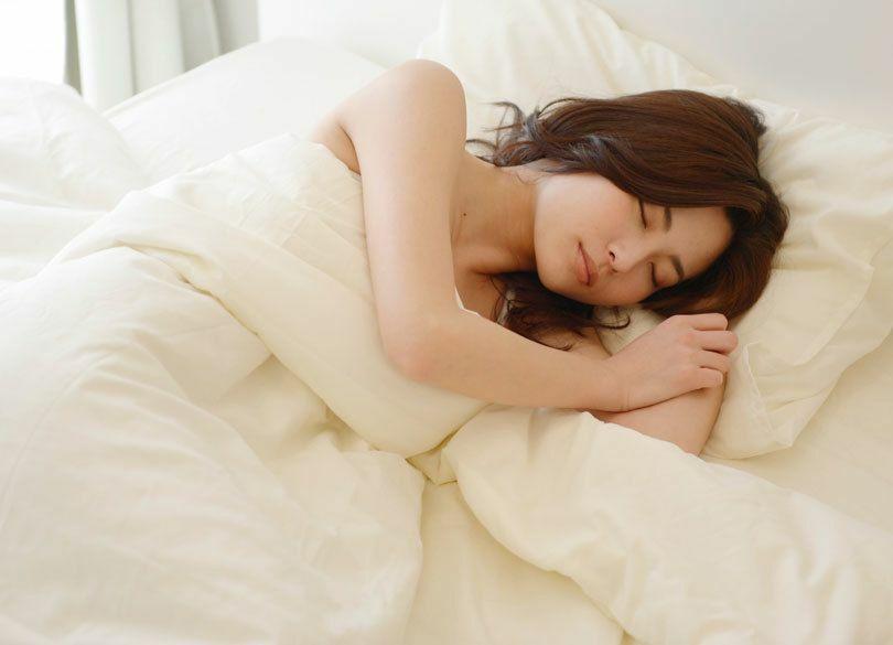 年収を増やしたければ長時間睡眠をとれ 睡眠不足は危険な「負債」である