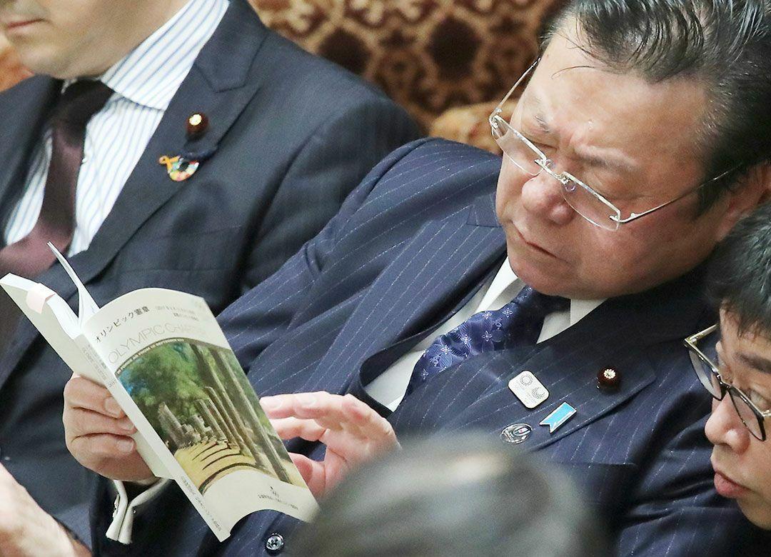 """桜田大臣の失言に怒る「プロ市民」の倫理 問題はメディアの""""切り取り""""なのか"""