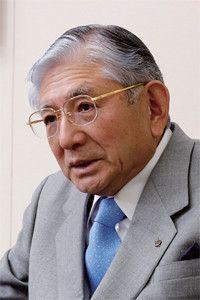 <strong>テルモ会長 和地 孝</strong>●1935年、神奈川県生まれ。横浜国立大学卒後、富士銀行入行。89年、テルモ常務取締役就任。95年社長、2004年から現職。14期連続増収・8期連続増益を達成。