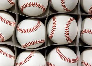 野球用具に参入するならボールから始めよ