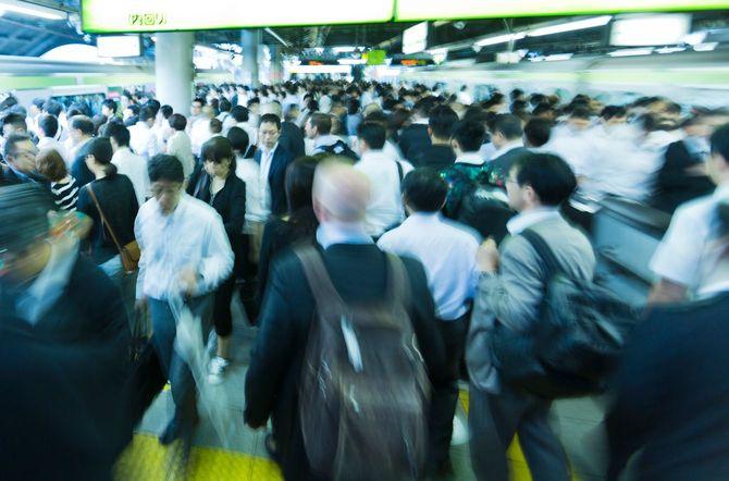 ラッシュアワーの品川駅=2015年6月