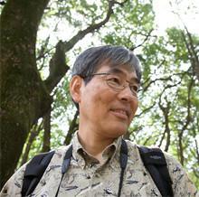 <strong><50歳で独立>石井誠治<br></strong>1951年、東京都生まれ。武蔵大学人文学部卒。青少年の野外活動を支援する公益法人の事務局長を経て、園芸会社に勤務、5年の準備期間を経て独立。落語好きを生かした語り口は軽妙洒脱で、自治体やマスコミなどが主催する各種文化センター、自然教室で行われる野外講座は、リピーターも多く、募集するとすぐに定員が埋まる人気ぶり。
