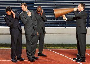 「過干渉」上司をうまく操縦する4つの方法