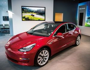 テスラが開発した電気自動車「モデル3」。