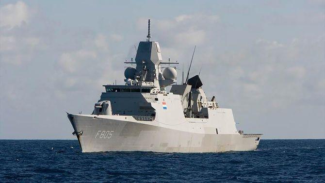 海上自衛隊横須賀基地に寄港したオランダ軍のフリゲート艦「エファーツェン」