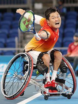 車いすテニス男子シングルス決勝でプレーする国枝慎吾