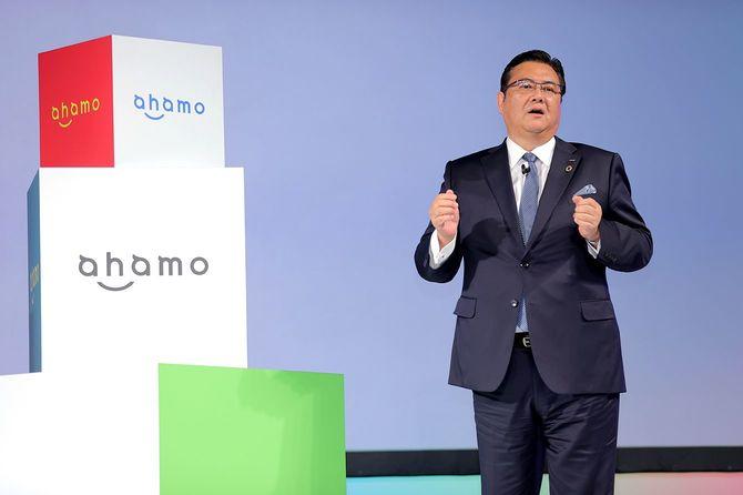 データ通信容量20ギガバイトで月額2980円の新料金プラン「ahamo(アハモ)」を発表するNTTドコモの井伊基之社長