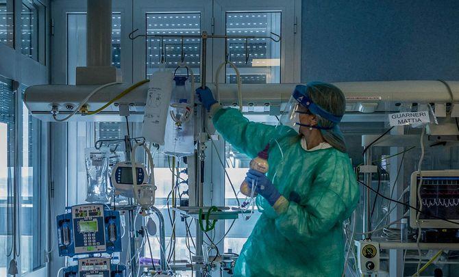 2020年3月23日、イタリア、クレモナ病院のICU。