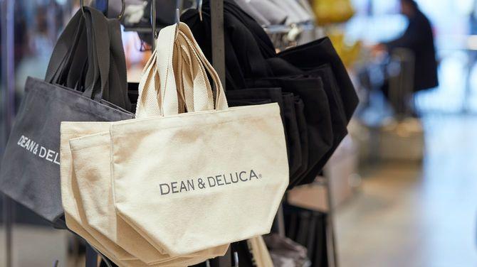 2007年にブレイクした、ディーン&デルーカのロゴ入りトートバッグ