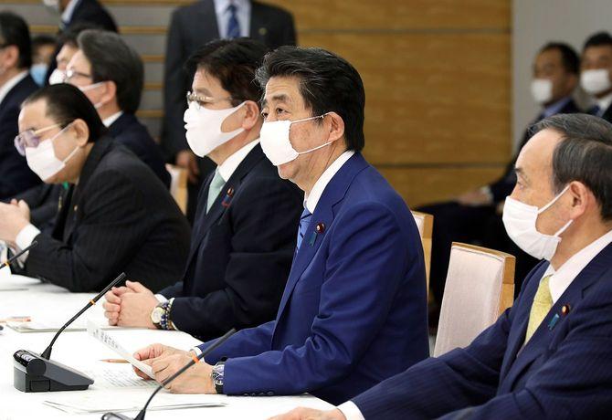 4月11日、総理大臣官邸で行われた新型コロナウイルス感染症対策本部で発言する安倍首相。