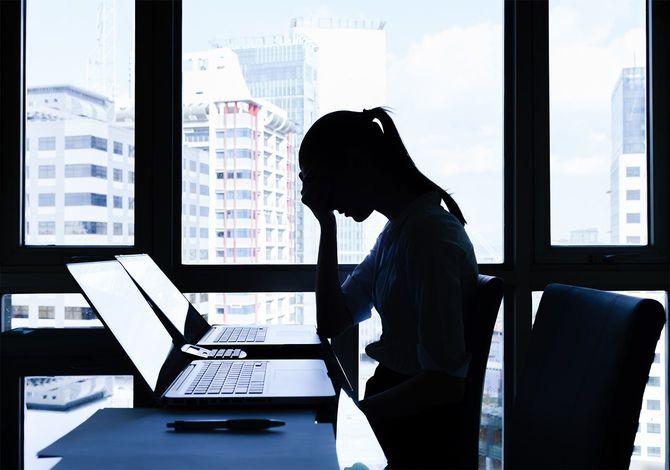ストレスのたまったビジネスウーマン