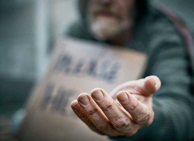 哀れな乞食の差し出された手