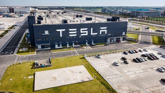 2020年8月1日、上海のテスラ自動車工場