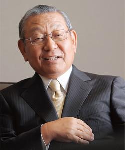 <strong>高萩光紀●</strong>たかはぎ・みつのり 1940年、東京都生まれ。64年、一橋大学法学部卒業、日本鉱業入社。93年、ジャパンエナジーが発足。94年、同社取締役、98年常務、2001年専務執行役員、02年社長。同年、新日鉱ホールディングスが発足。06年、同社社長。10年、新日本石油と新日鉱の経営統合でJXホールディングスが発足、同社社長。
