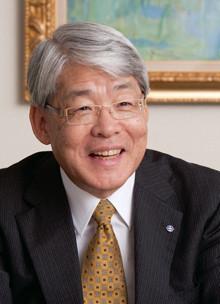 <strong>日本興亜損保社長 二宮雅也</strong>●1952年、兵庫県生まれ。74年中央大学法学部卒。日本火災海上保険(現日本興亜損保)入社。98年秘書室長、常務執行役員、専務執行役員などを経て、2011年6 月、社長に就任。持ち株会社NKSJホールディングスの取締役就任。