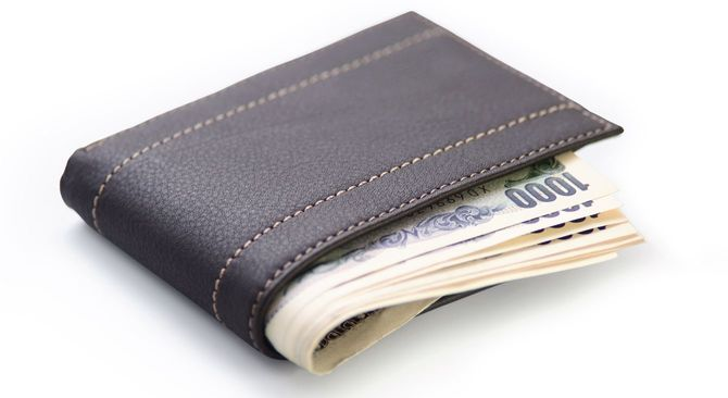 千円札のつまった財布