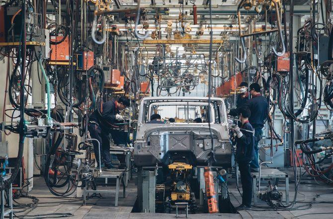 自動車組み立て工場溶接ライン