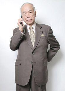 「見ていますよ」という合図を送り、監視者の存在を知らせる<br><strong>弁護士河上和雄</strong>●東京大学法学部卒。ハーバード大学ロースクール修了。1976年のロッキード事件では東京地検特捜検事として田中角栄元首相らを逮捕した。