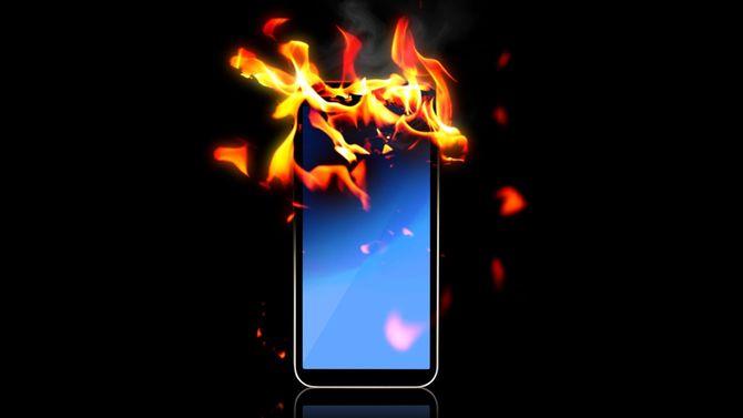 炎がついたスマートフォン