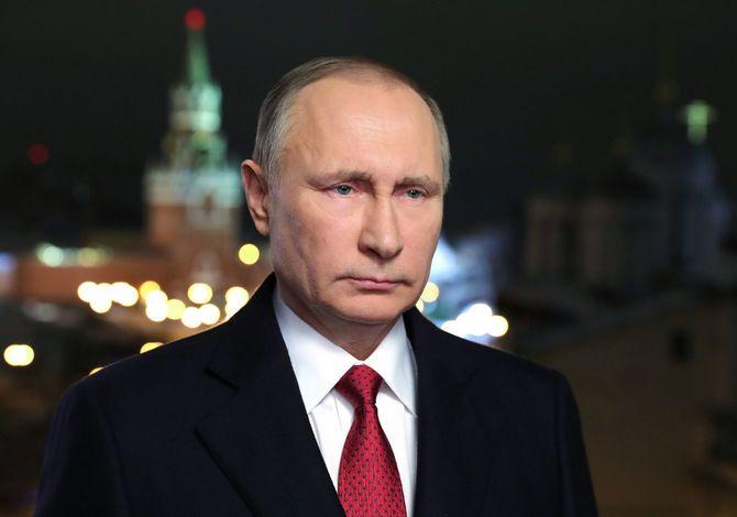 2021年5月20日、ポベダ(勝利)組織委員会の会議をビデオ会議で行うウラジーミル・プーチン大統領(ロシア・モスクワ郊外ノボオガリョボの公邸にて)。