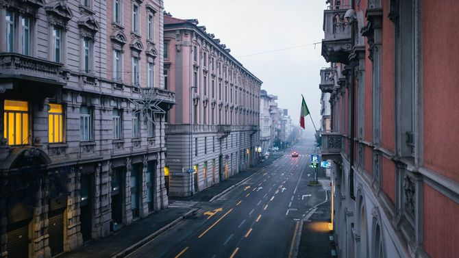 空っぽのイタリア・ベルガモの通り