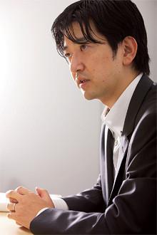 <strong>鎌谷賢之</strong>●ソフトバンク社長室経営戦略グループグループマネージャー。東京大学法学部卒。2005~08年三洋電機会長室、経営戦略部など。経営ビジョン・中期経営計画の策定を担当。2009年ソフトバンク入社、IR室を経て現職。