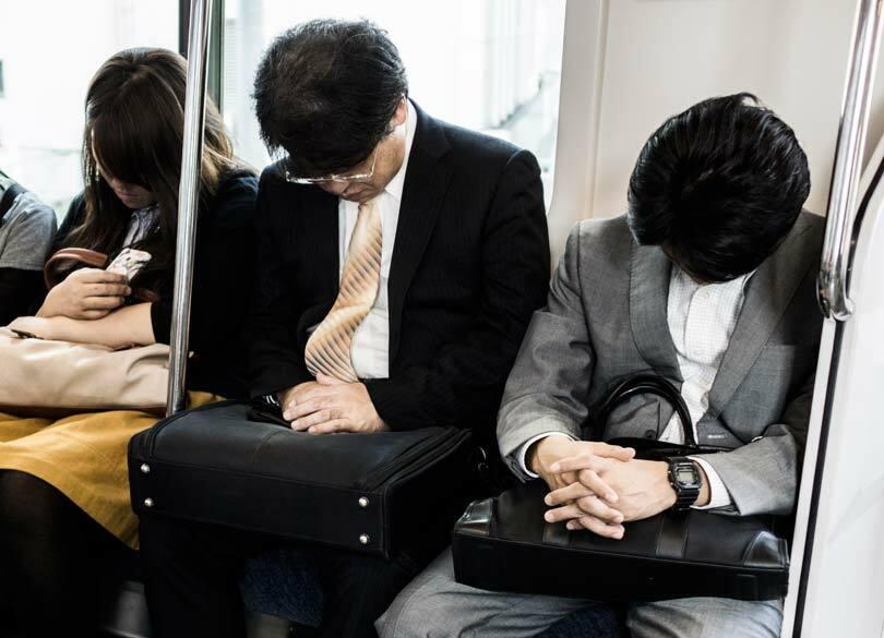 """なぜ""""帰宅電車での居眠り""""は体に悪いのか 居眠りに効果的な時間と場所とは"""