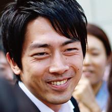 <strong>小泉進次郎●衆議院議員</strong>。1981年、神奈川県横須賀市生まれ。現在、衆議院にて内閣委員会委員、予算委員会委員、議院運営委員会委員をつとめる。